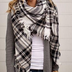 ModCloth blanket scarf plaid black/white